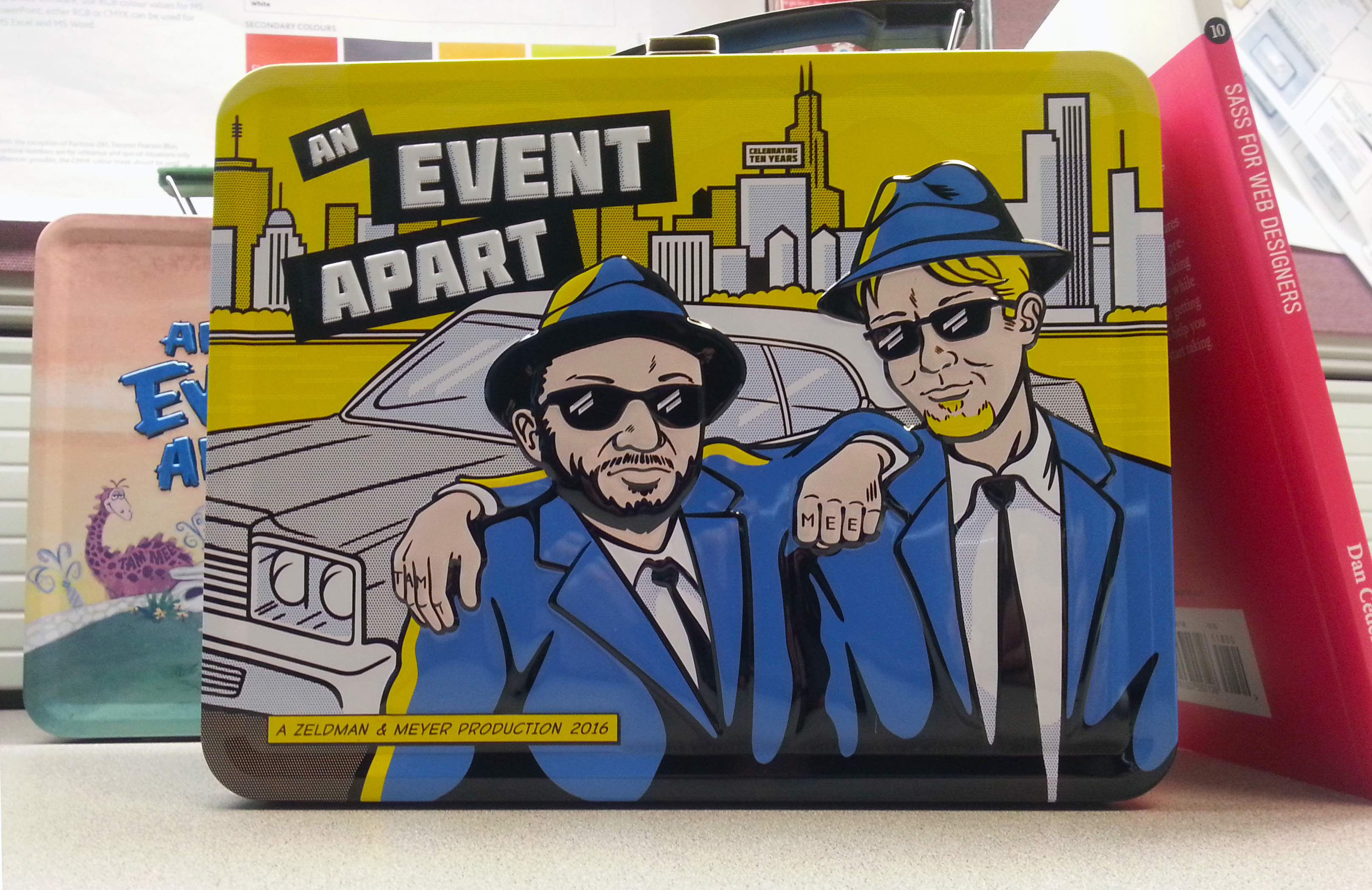 The 2016 An Event Apart lunchbox.